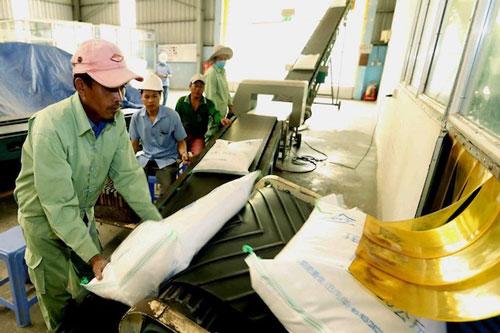 Bộ Công Thương kiến nghị chỉ cho phép xuất 400.000 tấn gạo trong tháng 4/2020 (Ảnh: Internet)
