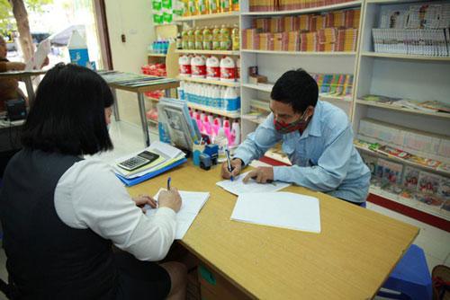 Bưu điện Bắc Ninh chi trả bảo trợ xã hội. (Ảnh: Dân trí)