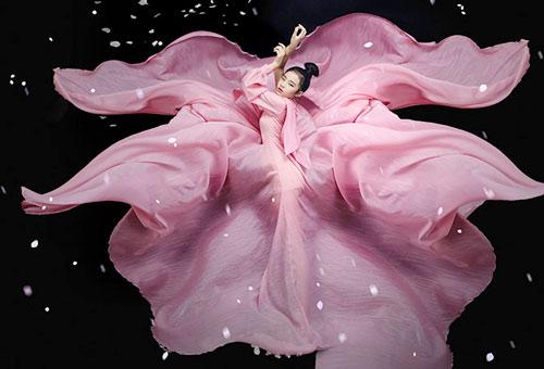Mẫu nhí 11 tuổi Bảo Hà tạo dáng với váy dạ hội