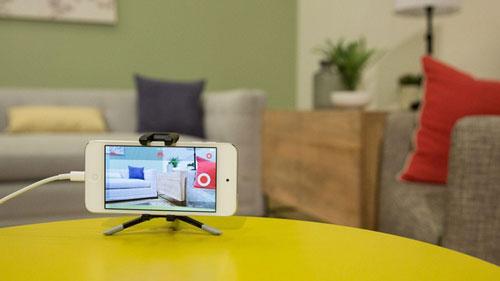 Một chiếc smartphone cũ cũng có thể dùng làm camera giám sát hoặc thiết bị theo dõi trong phòng em bé. Ảnh: Cnet.