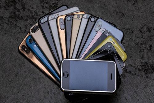 Bạn có thể tận dụng smartphone cũ làm nhiều thứ nếu như không muốn bán. Ảnh: Cnet.