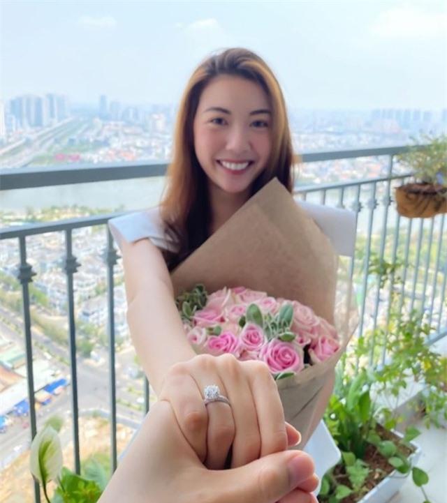Á hậu Thúy Vân công khai rõ mặt chồng sắp cưới giữa mùa dịch - 3