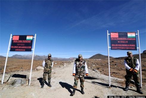 Hàng trăm UFO xuất hiện dọc biên giới Trung - Ấn - ảnh 1