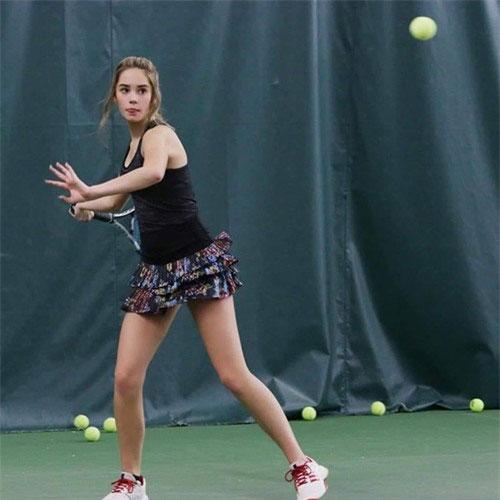 MaKenzie Raine sinh năm 2005 và đang nổi lên như VĐV quần vợt đáng chú ý nhất nước Mỹ