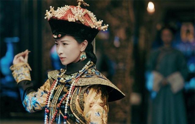 Đường đường là một bậc mẫu nghi thiên hạ, nhưng Kế Hoàng hậu đã bị Hoàng đế ruồng bỏ để rồi qua đời trong cảnh cô đơn và bị chối bỏ. (Hình tượng nhân vật Kế Hoàng hậu - Nhàn phi trong bộ phim Diên Hi công lược).