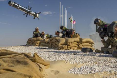 Mỹ phóng tên lửa Javelin trong một cuộc tập trận.