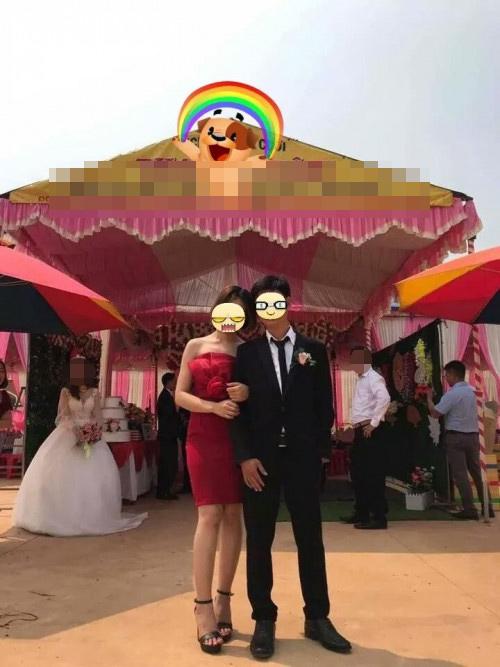 Bức ảnh khiến nhiều người thương cảm cho cô dâu.