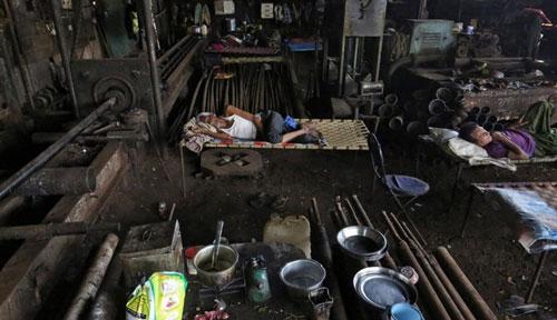 Dịch COVID-19 có thể đẩy 500 triệu người rơi vào cảnh đói nghèo. (Ảnh: Reuters)
