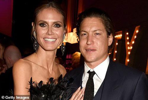 Vito Schnabel là doanh nhân nổi tiếng người Anh. Nhà môi giới nghệ thuật cũng là nhân vật có máu mặt của ngành thời trang, sở hữu nhiều phòng trưng bày nghệ thuật nổi tiếng. Dân trong nghề gọi anh là trai hư khét tiếng, từng qua lại với nhiều mỹ nhân nổi tiếng. Trước đó, anh đã có thời gian hẹn hò cùng siêu mẫu Heidi Klum trong thời gian từ 2014-2017.