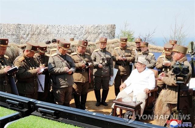 Nhà lãnh đạo Triều Tiên Kim Jong-un thị sát tập trận - 1
