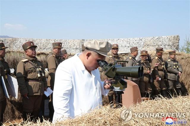 Nhà lãnh đạo Triều Tiên Kim Jong-un thị sát tập trận - 2