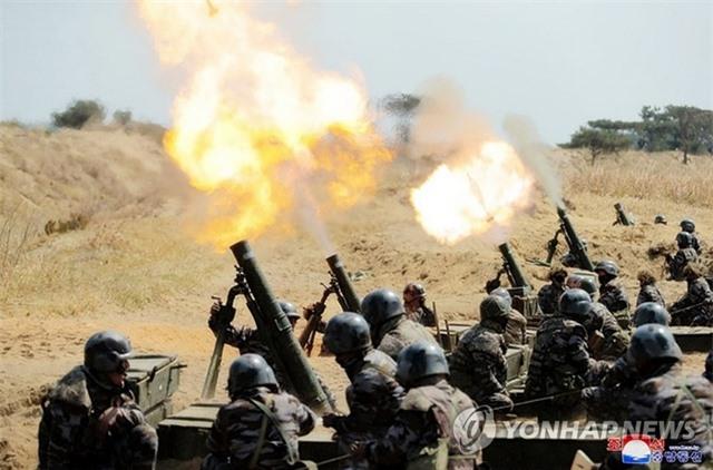 Nhà lãnh đạo Triều Tiên Kim Jong-un thị sát tập trận - 3