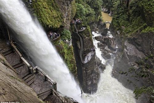 Những bậc thang ghê sợ nhất thế giới - 3