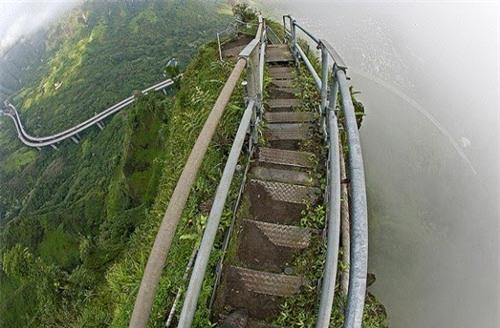 Những bậc thang ghê sợ nhất thế giới - 9