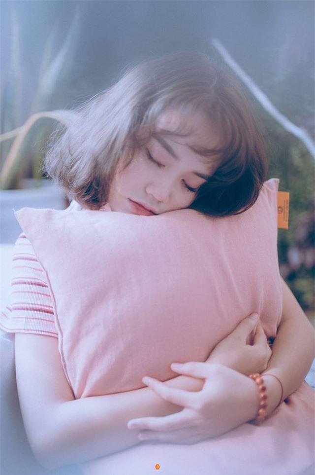 Nữ sinh ĐH Văn hóa gây chú ý vì giống hệt ca sĩ Hàn Quốc - 11