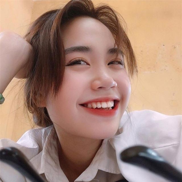 Nữ sinh ĐH Văn hóa gây chú ý vì giống hệt ca sĩ Hàn Quốc - 3