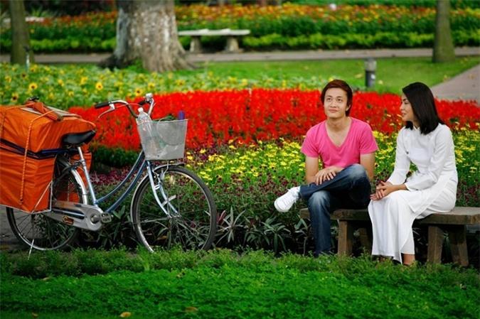 Sau khi Bỗng dưng muốn khóc trình chiếu, địa điểm Trúc và Bảo Nam bán sách ở công viên Tao Đàn trở thành điểm chụp ảnh cưới của nhiều cặp đôi.