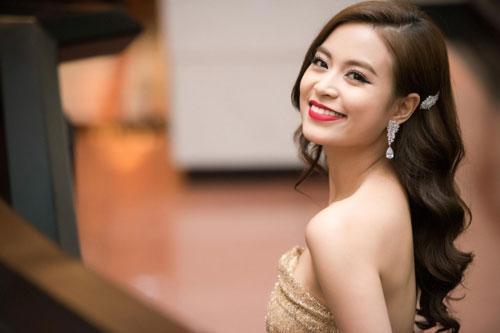 Hoàng Thùy Linh mê mẩn kiểu tóc và cách trang điểm này giúp khắc phục khuyết điểm mặt vuông góc cạnh