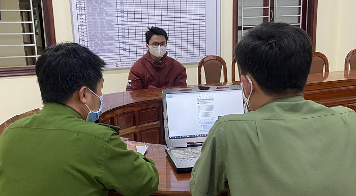 Đinh Vĩnh Sơn làm việc với cảnh sát