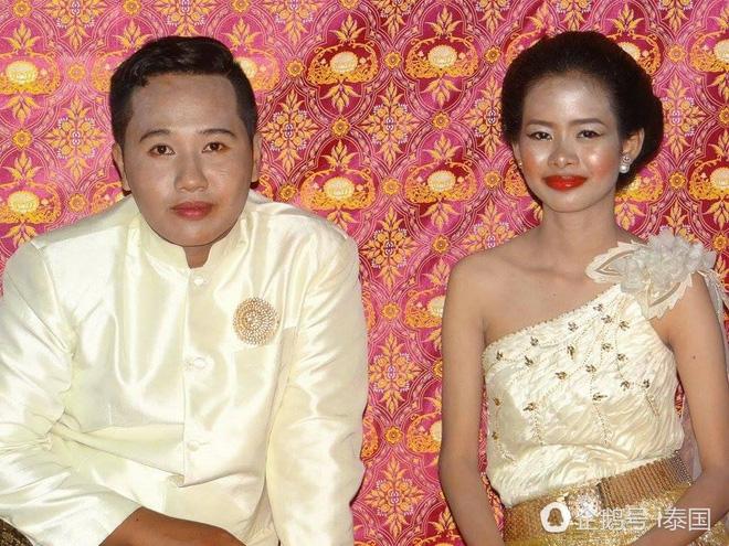 Cô dâu DarikaKlinkuhlab và chồng trong ngày cưới đáng nhớ. Ảnh nguồn: Internet.