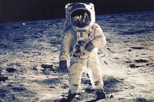 Buzz Aldrin, phi hành gia trên con tàu vũ trụ Apollo 11