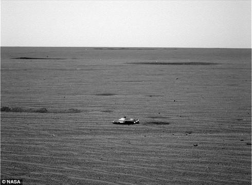 Bức ảnh một vật thể trên bề mặt sao Hỏa nghi là phi thuyền của người ngoài hành tinh.
