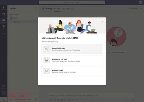 """Với ứng dụng Teams, chức năng quan trọng đầu tiên là mời mọi người tham gia nhóm. Khi bấm vào """"Mời mọi người"""" dưới góc trái, chúng ta sẽ có các lựa chọn như lấy link liên kết để đi mời bạn bè, hoặc gửi mời qua email..."""
