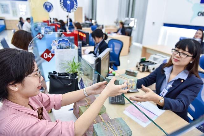 Để chung tay đồng hành, hỗ trợ doanh nghiệp trong giai đoạn khó khăn, nhiều Hiện các ngân hàng thương mại trên địa bàn tỉnh Đồng Nai cũng đang rà soát, lên kế hoạch giãn nợ, giảm lãi suất vay vốn cho các trường hợp bị ảnh hưởng do dịch bệnh