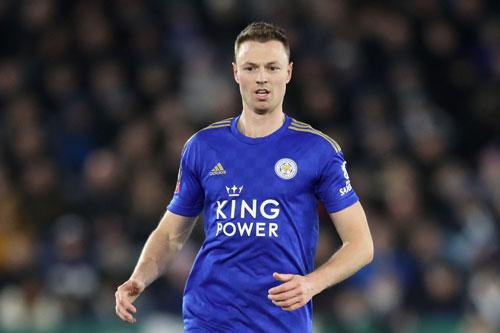 Trung vệ: Jonny Evans (Leicester City, năm sinh: 1988).