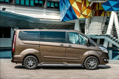 8. Ford Tourneo (doanh số: 13 chiếc).