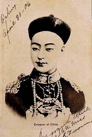 Có giả thuyết cho rằng Quang Tự Hoàng đế là kết quả của mối tình vụng trộm giữa Từ Hy và tiểu nhị quán cơm.
