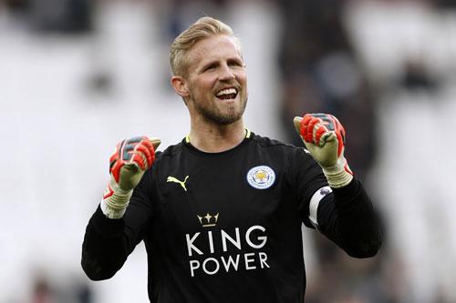 =3. Kasper Schmeichel (Leicester City) - Số trận giữ sạch lưới: 10/29.