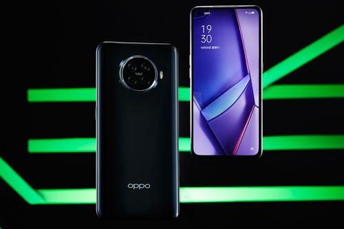 Sức mạnh phần cứng của Oppo Ace2 đến từ chip Qualcomm Snapdragon 865 (7nm +) lõi 8 với tốc độ tối đa 2,84 GHz, GPU Adreno 650. Vi xử lý này tích hợp modem thu sóng 5G. RAM 8 GB/ROM 128 GB, RAM 8 GB/ROM 256 GB hoặc RAM 12 GB/ROM 256 GB, không có khay cắm thẻ microSD. Hệ điều hành Android 10.0; ColorOS 7.1.