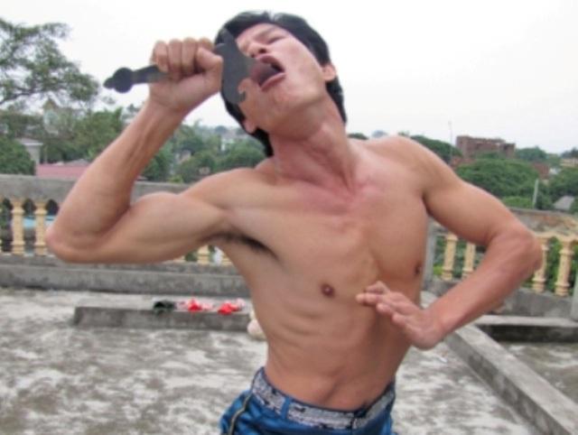 Anh Điệu là người nuốt được nhiều thanh kiếm nhất Việt Nam