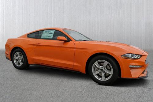 2. Ford Mustang EcoBoost Coupe (công suất: 310 mã lực, giá khởi điểm: 27.865 USD).