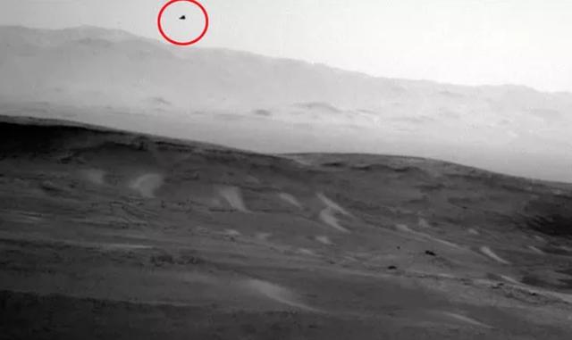 Chấm đen kì lạ trong bức ảnh của NASA trên sao Hoả.