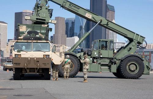 Quân đội Mỹ đang gấp rút xây dựng bệnh viện dã chiến để hỗ trợ chính quyền. Ảnh: Defence Blog.