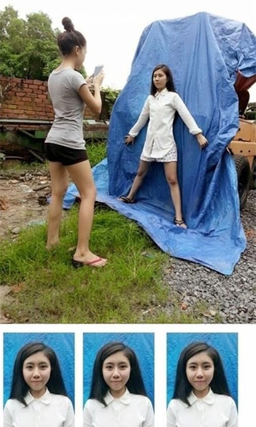 Ngay cả chiếc bạt màu xanh cũng được tận dụng để chụp ảnh.