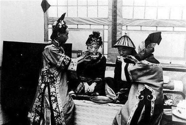 Ảnh hiếm về cách tổ chức hôn lễ của một gia đình quý tộc Trung Quốc thời nhà Thanh - Ảnh 10.