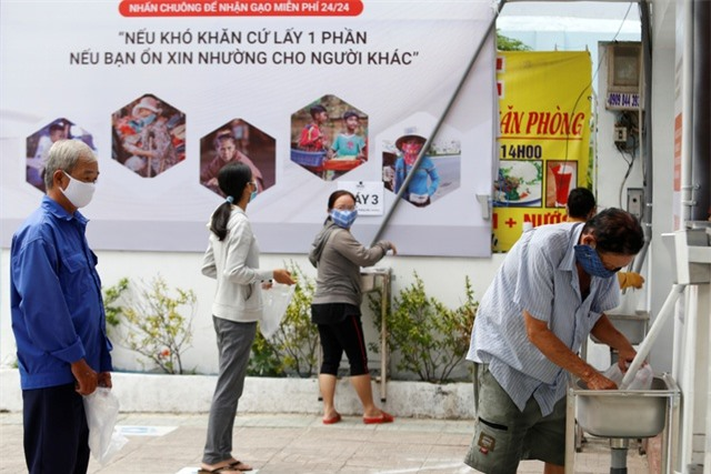 """Báo nước ngoài đồng loạt đưa tin """"ATM gạo"""" của Việt Nam - 1"""