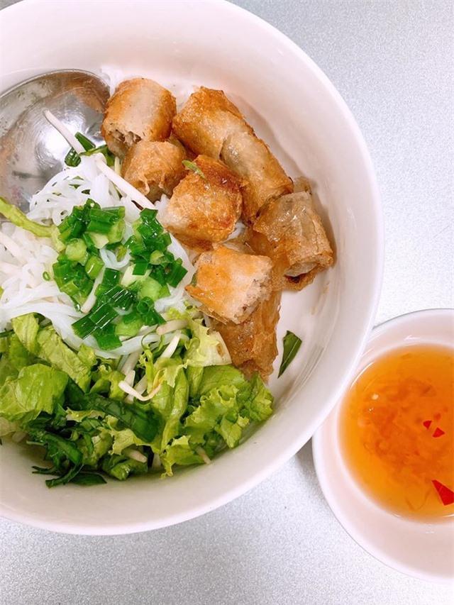 Bi hài chuyện sao Việt tăng cân vù vù mùa dịch vì ăn uống quá đà - 13