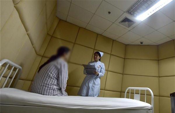 Con gái 16 tuổi bị trầm cảm nặng nhưng phản ứng của người cha khiến bác sĩ sững sờ - 2