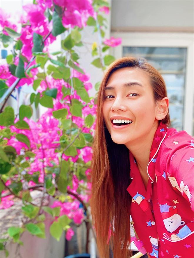 Cười ngất vì màn cosplay thí sinh Hoa hậu Hoàn vũ năm xưa của Võ Hoàng Yến: Chị đại phiên bản phèn hơn nhưng thu hút lạ - Ảnh 3.