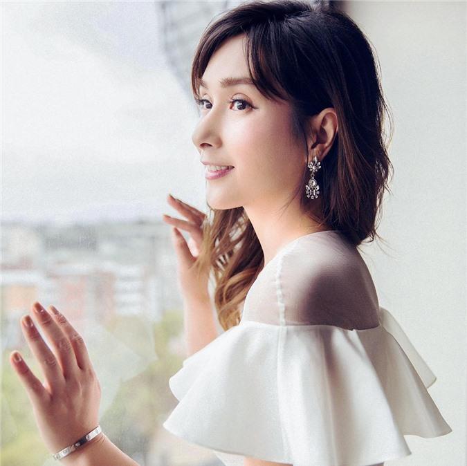 Hoa hậu châu Á đẹp nhất lịch sử: Bẽ bàng vì lộ ảnh nóng, bị đánh ghen, U50 sống cô độc - Ảnh 10.