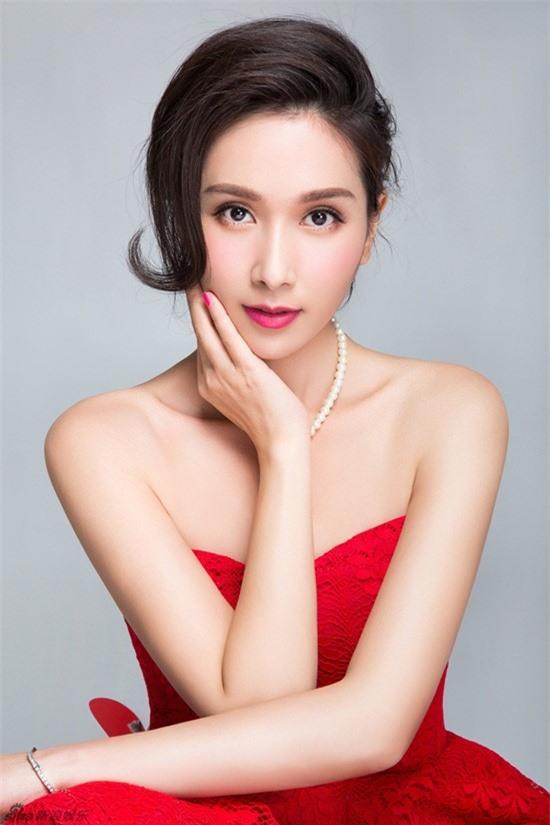 Hoa hậu châu Á đẹp nhất lịch sử: Bẽ bàng vì lộ ảnh nóng, bị đánh ghen, U50 sống cô độc - Ảnh 4.
