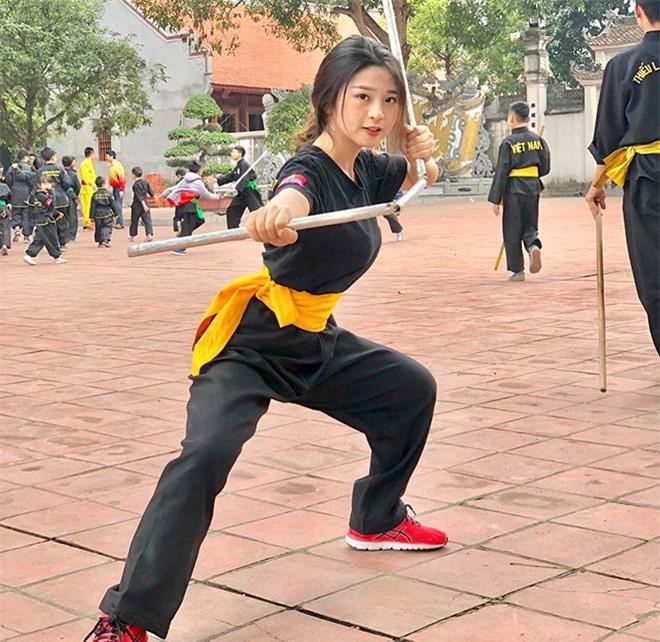 Hot girl Việt múa côn như Lý Tiểu Long: Thân hình nóng bỏng vạn người mê - 6