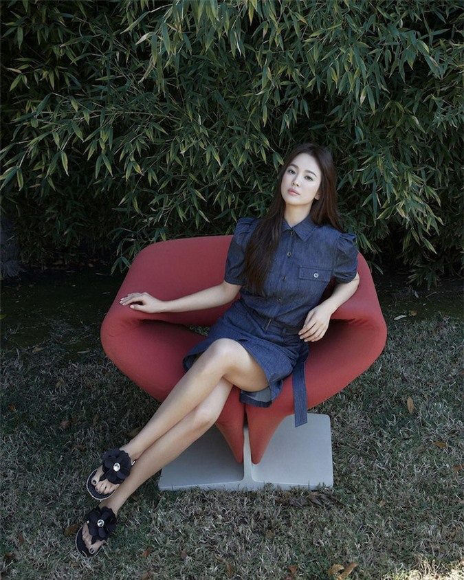 Liên tục bị đào bới chuyện cũ với Song Joong Ki, Song Hye Kyo xuất hiện với thần thái lạnh lùng nhưng gây chú ý nhất là vóc dáng - Ảnh 4.