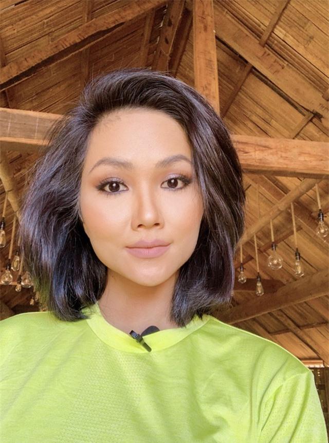 """Ở nhà cách ly, sao Việt để râu tóc """"dài thượt"""" khiến fan sửng sốt - 2"""