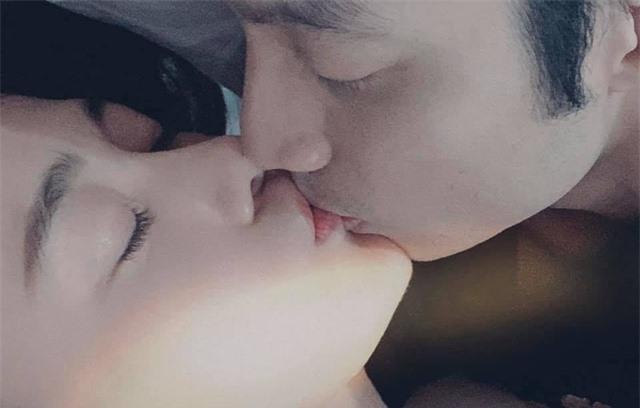 Phương Oanh công khai hôn bạn trai đắm đuối - 1
