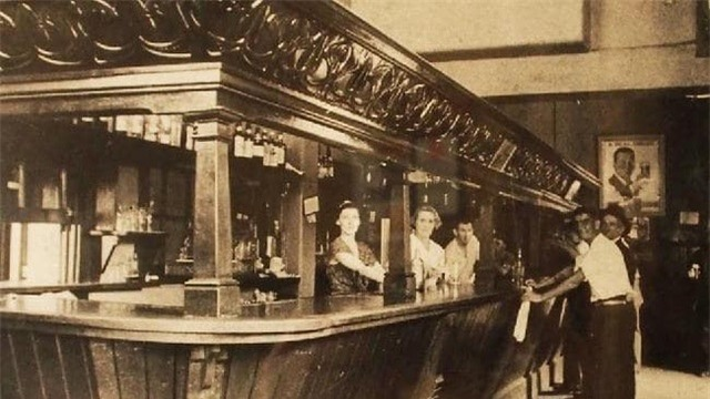 Hình ảnh quán rượu chụp những năm 1930